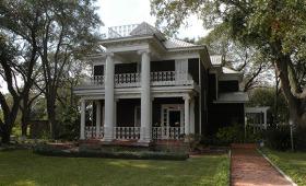 Lyne Family Residence